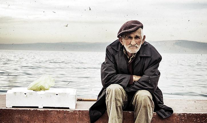 Испания. 23% от общего населения - старики. Здесь богатые пенсионеры