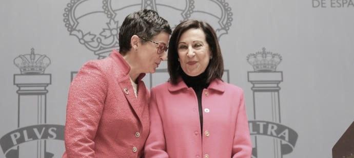 La ministra de Exteriores, Arancha González Laya, y la de Defensa, Margarita Robles
