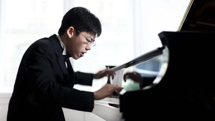 Даниил Чжан стал одним из призёров международного конкурса пианистов в Испании